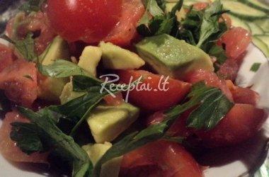 Avokado, pomidorų ir greipfrutų salotos