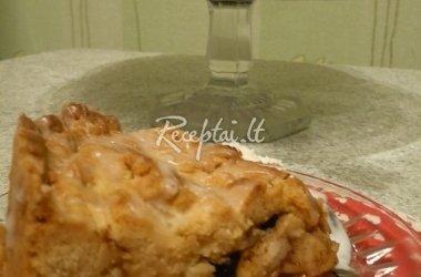 Obuolių pyragas su citrininiu glajumi