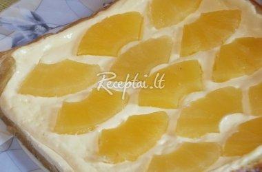 Sluoksniuotos tešlos pyragas su varške ir ananasais