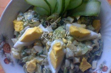 Šparaginių pupelių salotos su petardų kiaušiniais