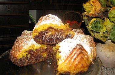 Drėgnas moliūgo pyragas su šokolado priegaide