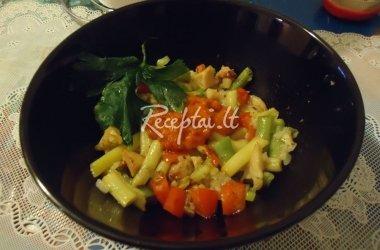 Aštuonkojo salotos su šparaginėmis pupelėmis