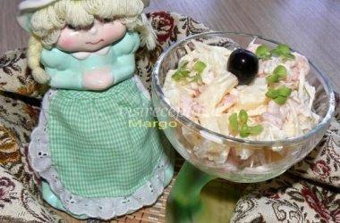 Krevečių ir ananasų salotos