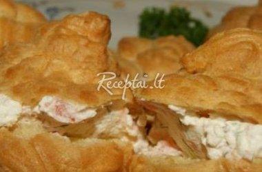 Plikyti pyragaičiai su varškės, lašišos ir majonezo kremu