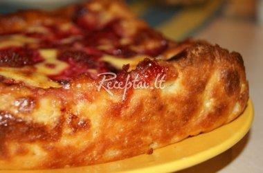 Suomiškas uogų pyragas