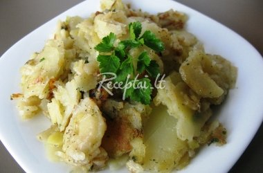 Su žalumynais keptos šviežios bulvės