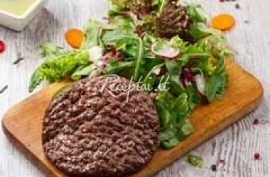 Spalvingos salotos su jautiena