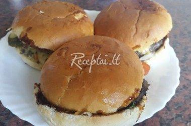 Aštrusis mėsainis su maltiniu ir kepta šonine