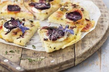 Pica su ožkų sūriu ir burokėliais